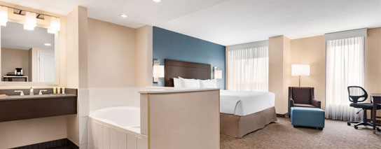 Wyndham Garden Niagara Falls Fallsview - 1 King Bed Whirlpool Room – City View
